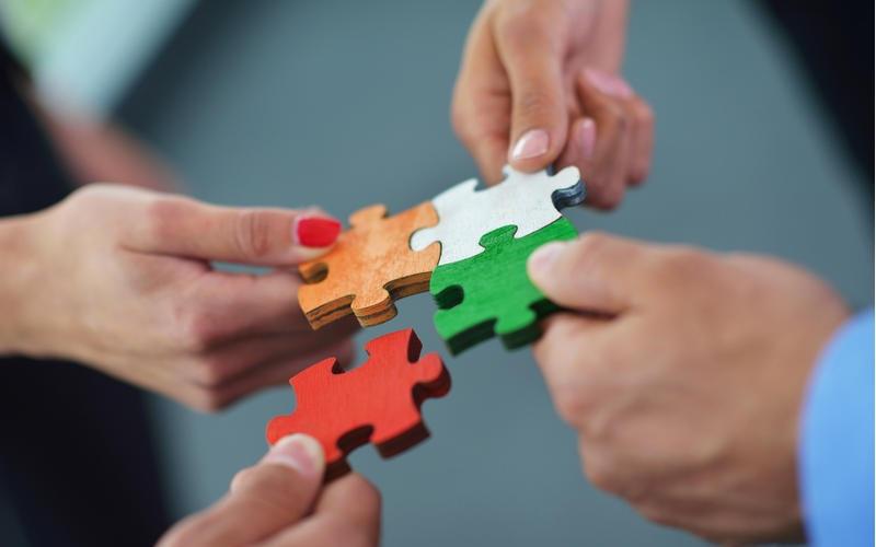 چگونه فرهنگی توانمند و همسو با فرهنگ و ارزش های مردم بسازیم؟